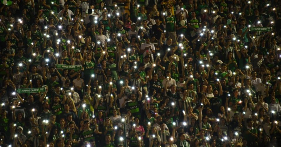 Torcida lota a Arena Condá em homenagem aos 71 mortos