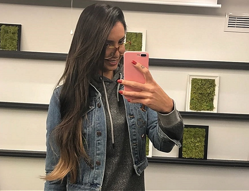 Thaisa com o novo cabelo castanho
