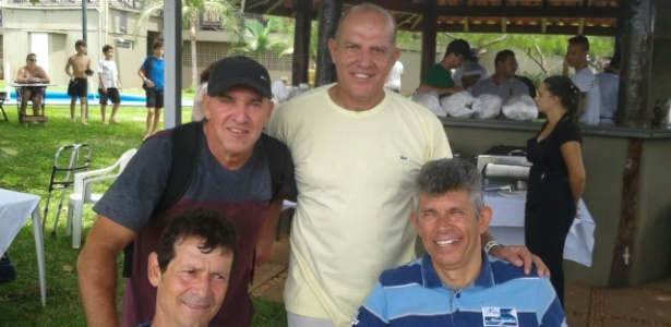 Chicão (dir.), ex-jogador de Ponte Preta e Botafogo, hoje reside em Campinas (SP)