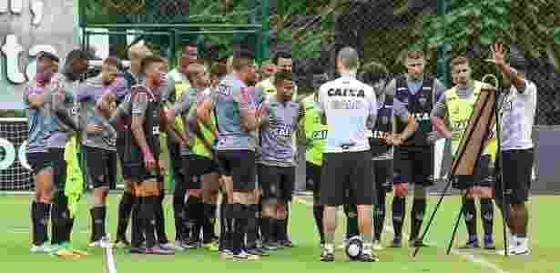 Roger aposta no posicionamento para deixar o Atlético-MG mais equilibrado em 2017 - Bruno Cantini/Clube Atlético Mineiro