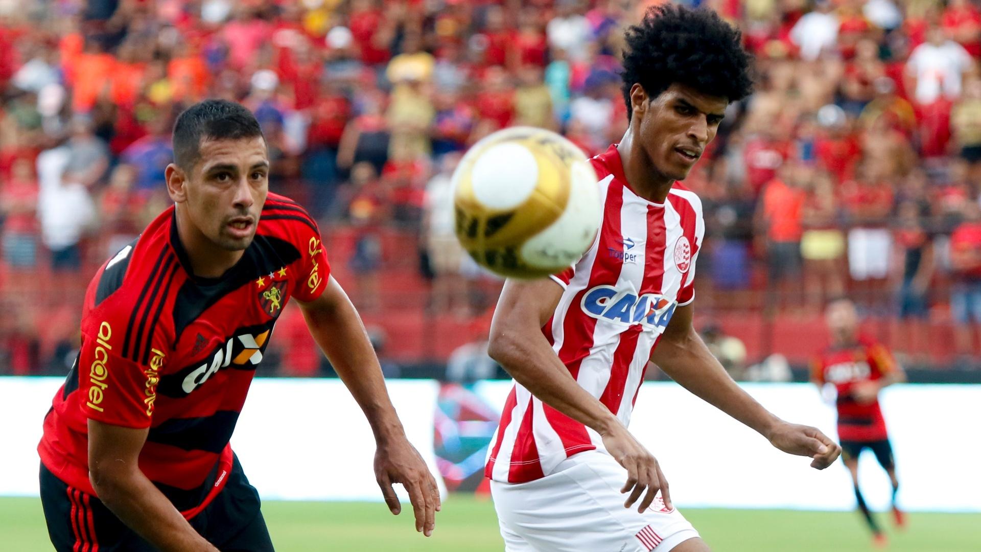 Diego Souza em ação no clássico Sport e Náutico