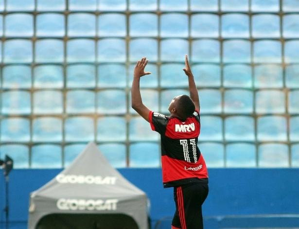 Bill anotou um golaço para o Flamengo e assegurou a classificação