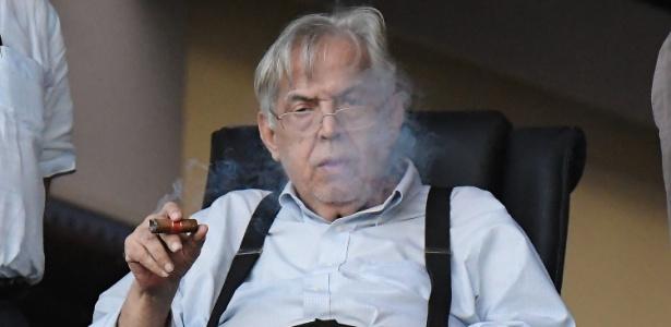 Eurico Miranda em sua tribuna; ex-presidente ainda não tomou partido na crise