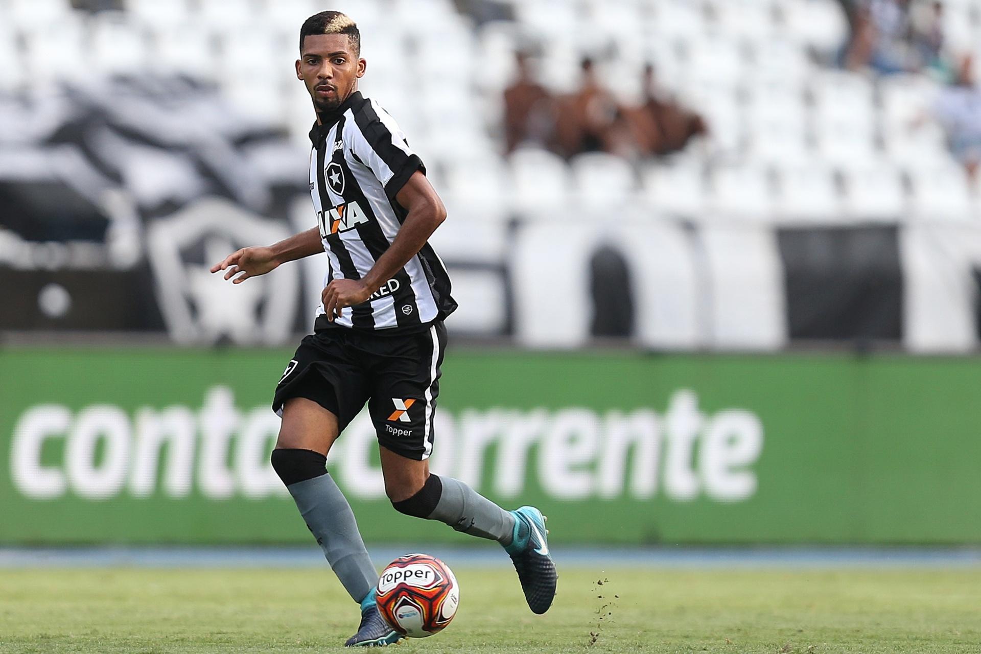 04b1d8e672 Botafogo recebe proposta do Genoa e encaminha venda de Matheus Fernandes -  Esporte - BOL