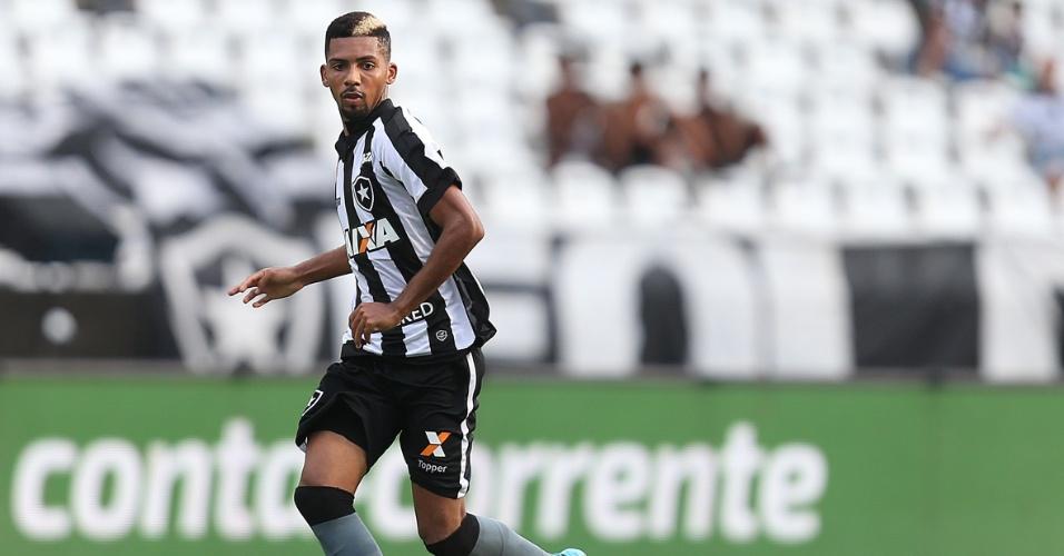 Matheus Fernandes cresceu ainda mais na função de 'Casemiro' e virou destaque do Botafogo