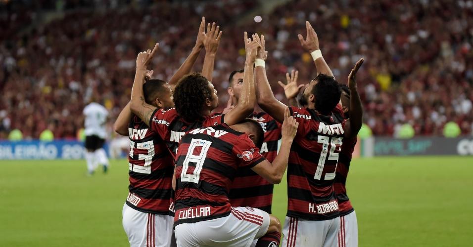 Jogadores do Flamengo comemoram gol de Henrique Dourado contra o América-MG