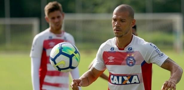 Nilton, volante do Bahia, pode trocar de clube após cinco meses