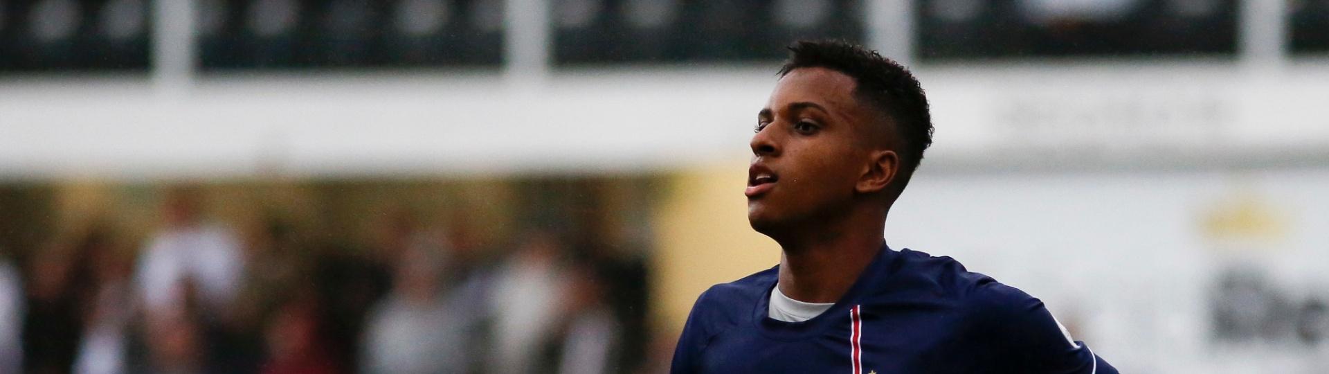 Rodrygo comemora gol do Santos contra o Vitória