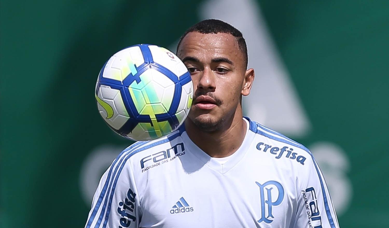 Auxiliares de Felipão veem Papagaio marcar em vitória do Palmeiras sub-20 -  Esporte - BOL 99e22624ca658