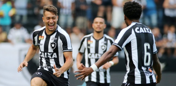 Jean e Moisés (costas) são considerados nomes importantes para o Botafogo em 2019 - REUTERS/Sergio Moraes