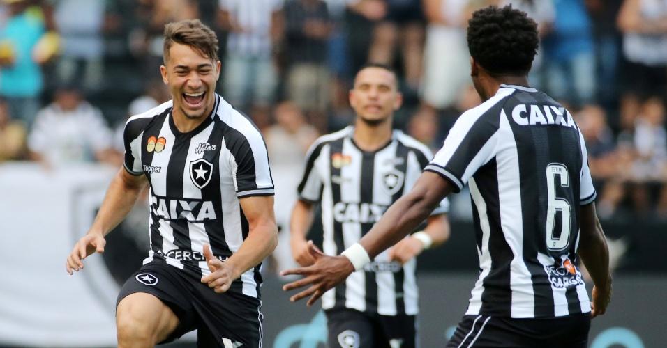 Jean comemora gol do Botafogo diante do São Paulo no Nilton Santos