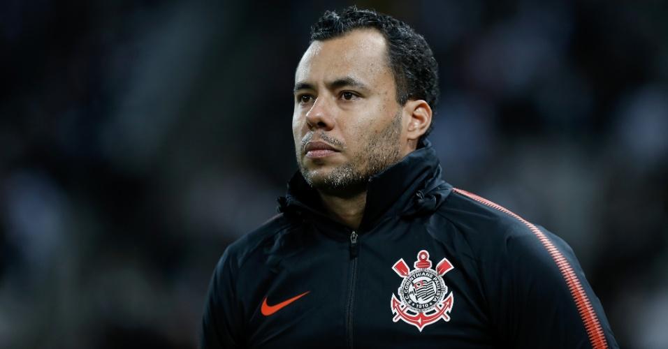 O técnico Jair Ventura comanda o Corinthians em jogo contra o Flamengo