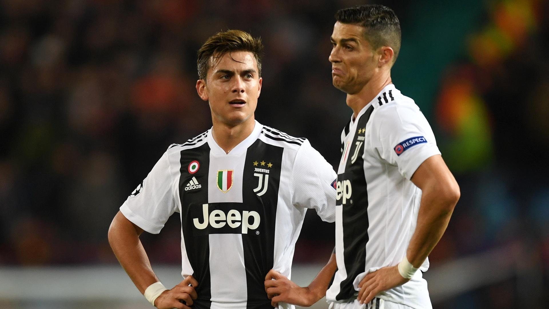 4ff6741207 Cristiano Ronaldo e Paulo Dybala durante a partida contra o Manchester  United pela Liga dos Campeões