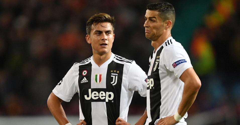 Cristiano Ronaldo e Paulo Dybala durante a partida contra o Manchester United pela Liga dos Campeões