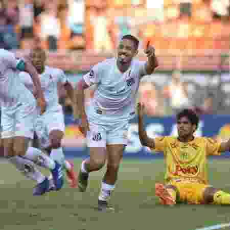 France Football lista 30 maiores clubes do mundo  Santos é único brasileiro 7a847c0c2acc8