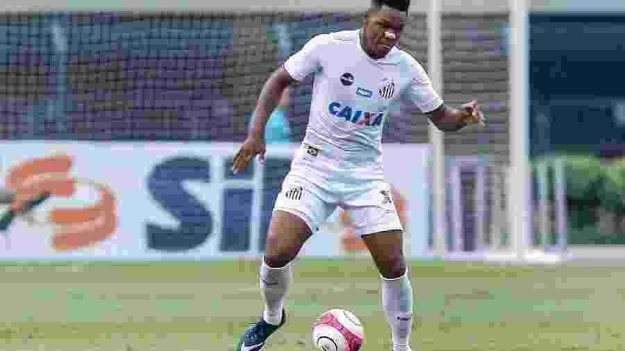Matheus Jesus disputou apenas 17 partidas pelo Santos em 2017 e agora virou esperança do meio-campo do Timão - Ale Cabral/AGIF