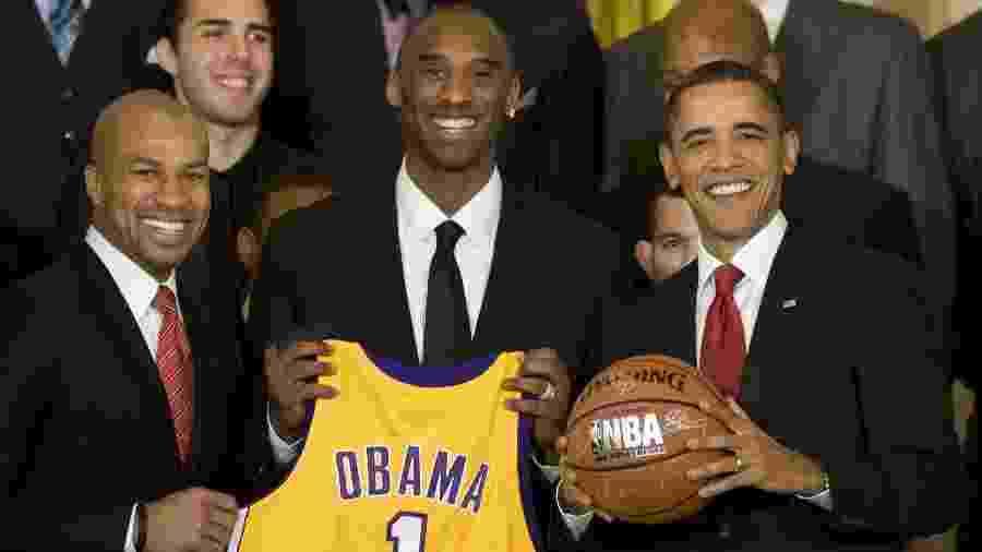 Kobe Bryant e Derek Fisher ao lado do ex-presidente Barack Obama após Lakers levar título de 2000 da NBA - Jim Watson/AFP
