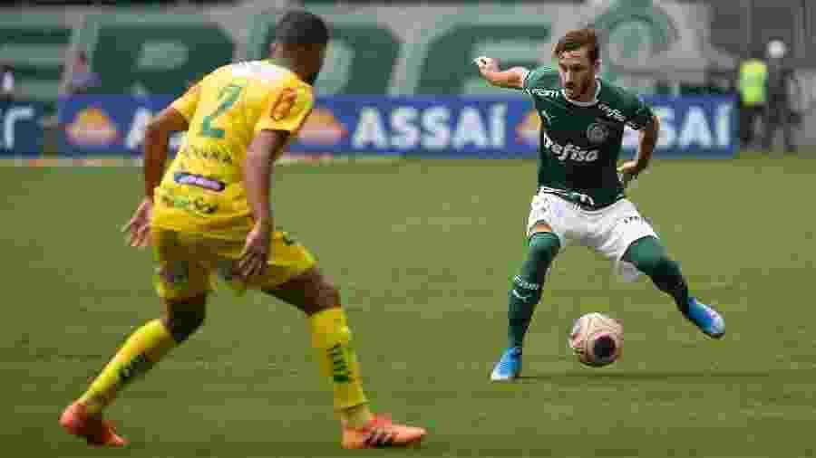 Matias Viña em ação pelo Palmeiras na partida contra o Mirassol - Bruno Ulivieri/AGIF