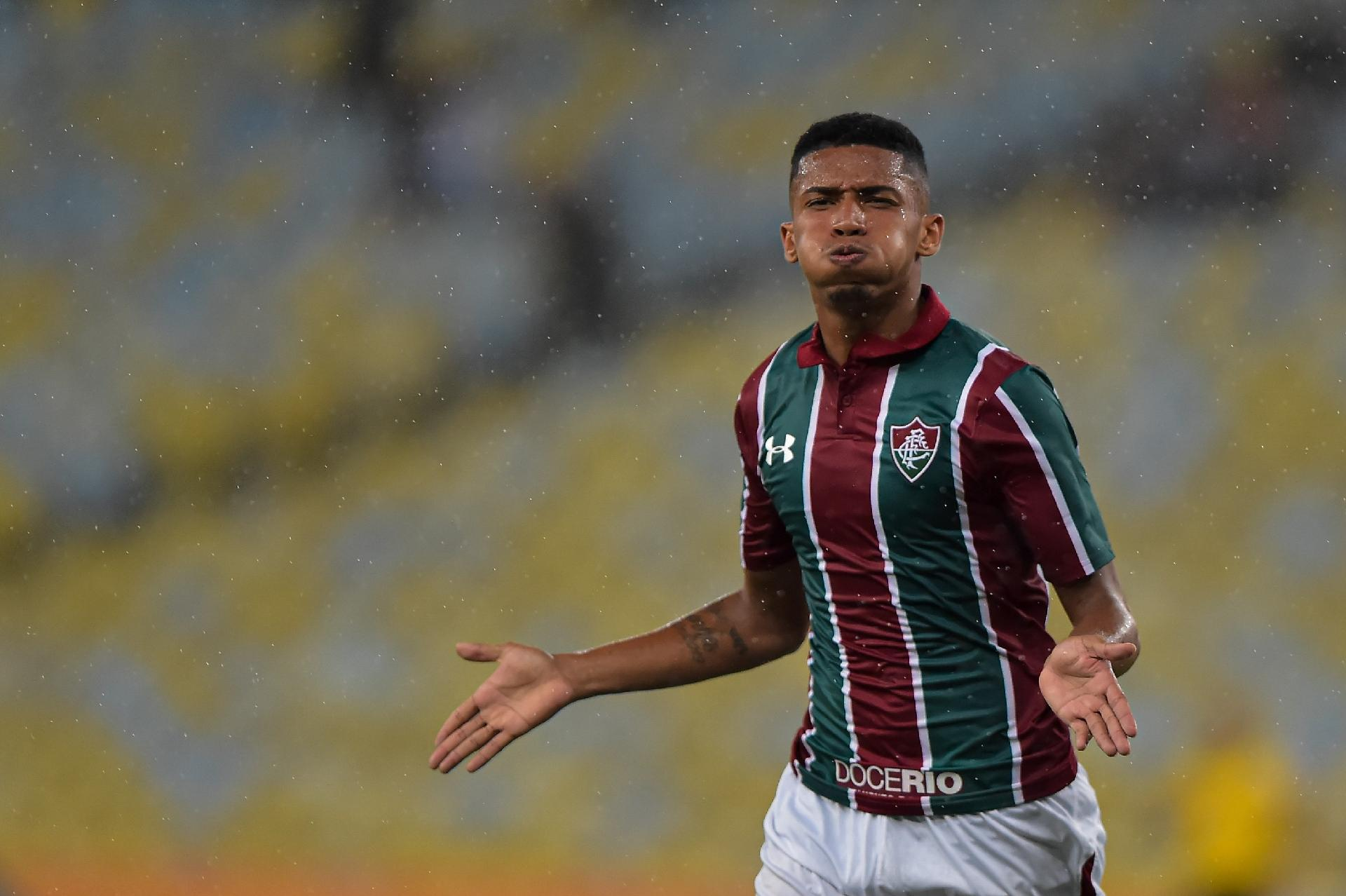 Marcos Paulo, do Fluminense, comemora seu gol contra o Botafogo-PB