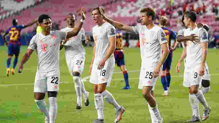 Jogadores do Bayern de Munique comemoram um dos gols sobre o Barcelona, em jogo da Liga dos Campeões - M. Donato/Getty Images for FC Bayern)
