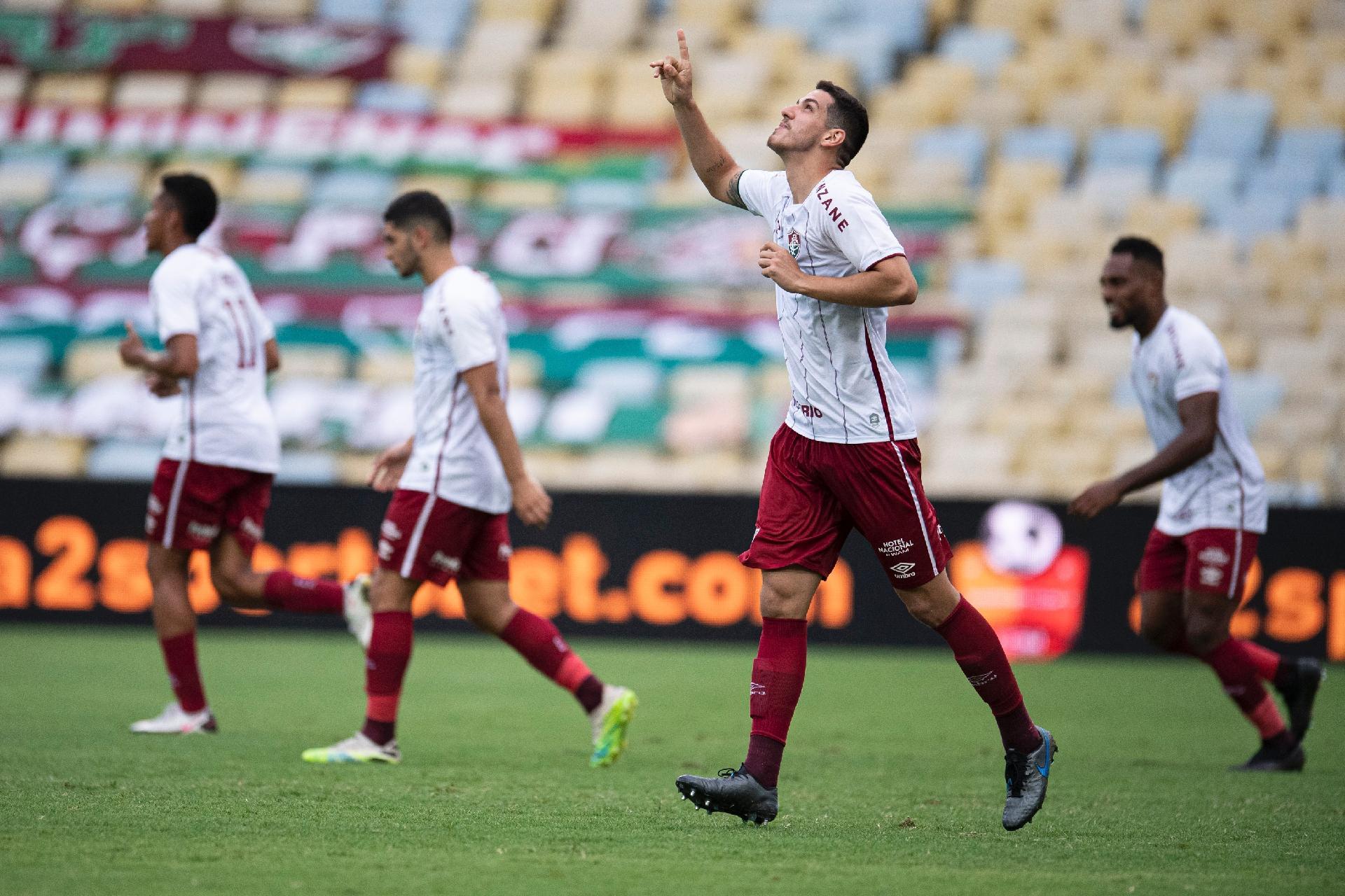 Nino comemora segundo gol do Fluminense contra o Santos