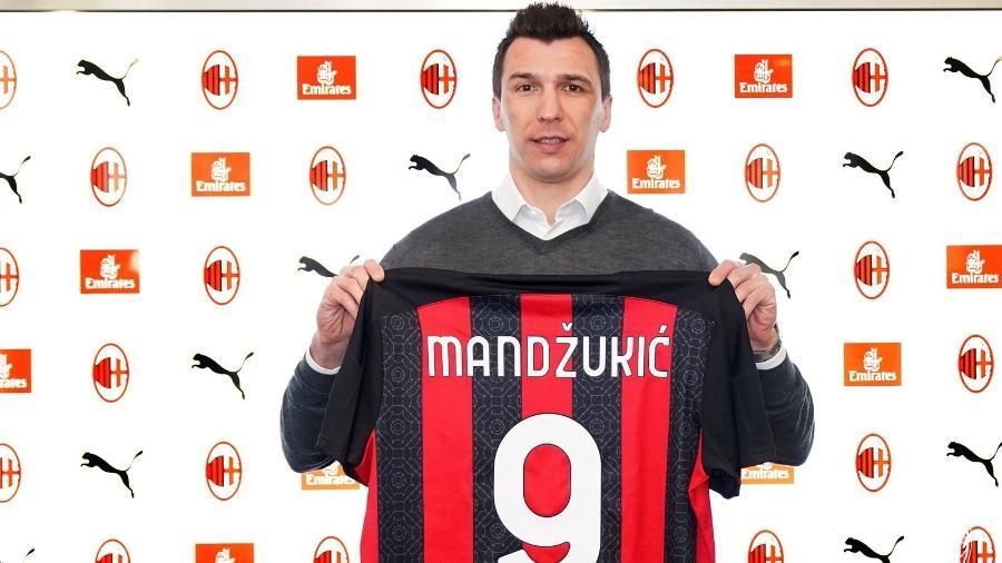 Atacante croata de 34 anos vai dividir setor ofensivo com Ibra nos próximos meses - Divulgação/Milan