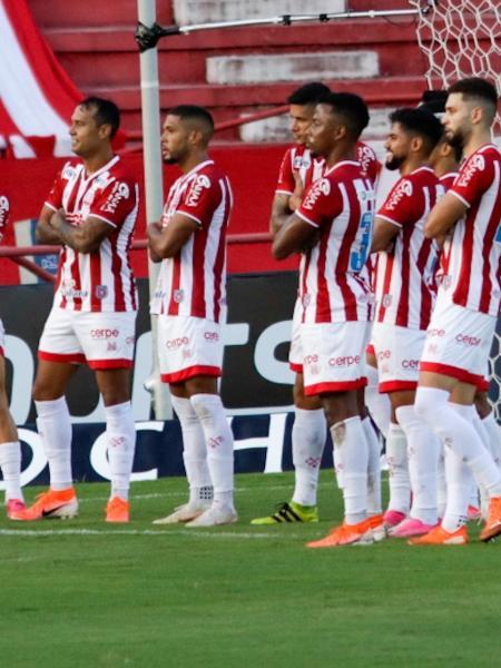 Jogadores do Nautico comemoram gol contra o Botafogo, no estádio Aflitos - Rafael Vieira/AGIF