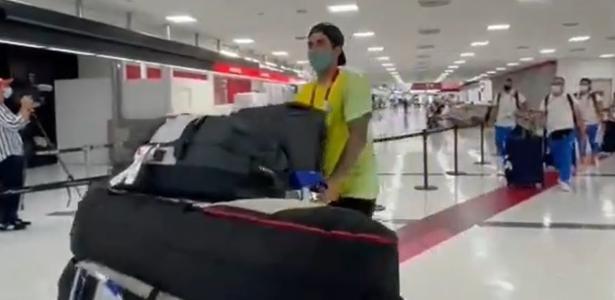 Yasmin foi escondida? | Chegada de Medina a Tóquio com mala gigante vira meme