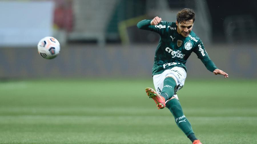 Raphael Veiga, do Palmeiras, em ação contra o São Paulo - Staff Images / CONMEBOL
