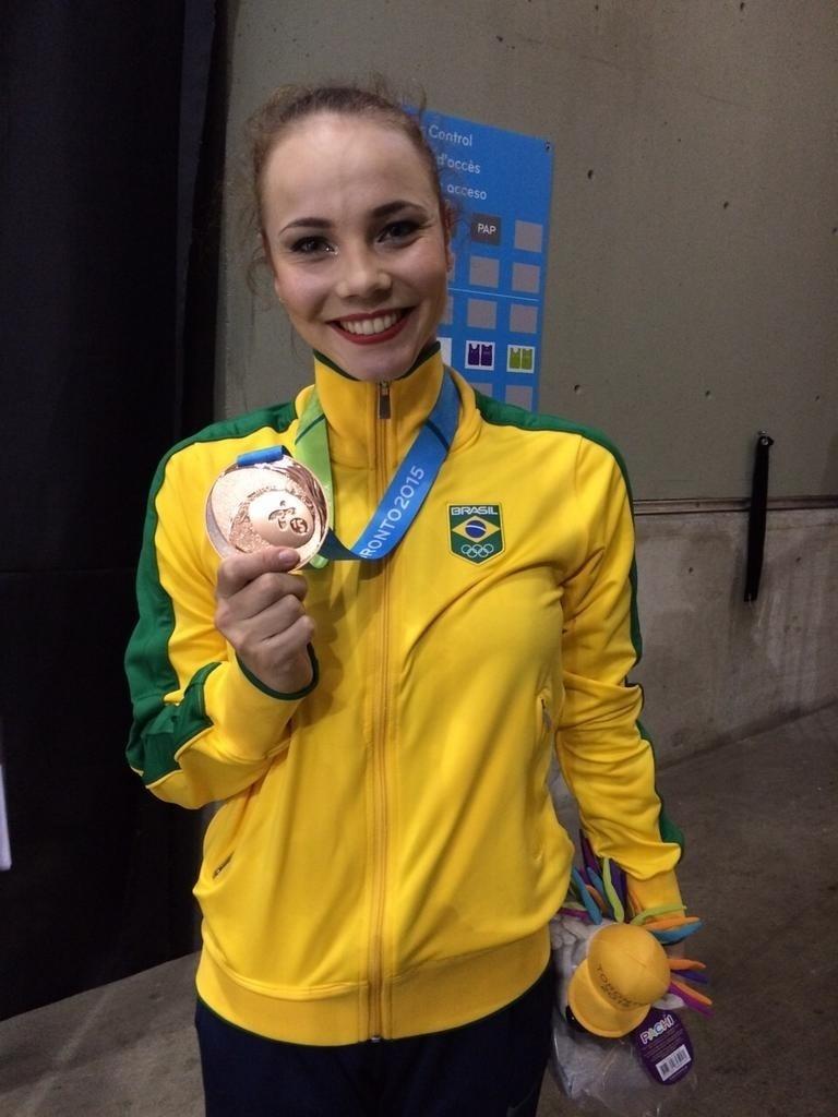 Angélica Kvieczynski conquistou a medalha de bronze na final individual com fita