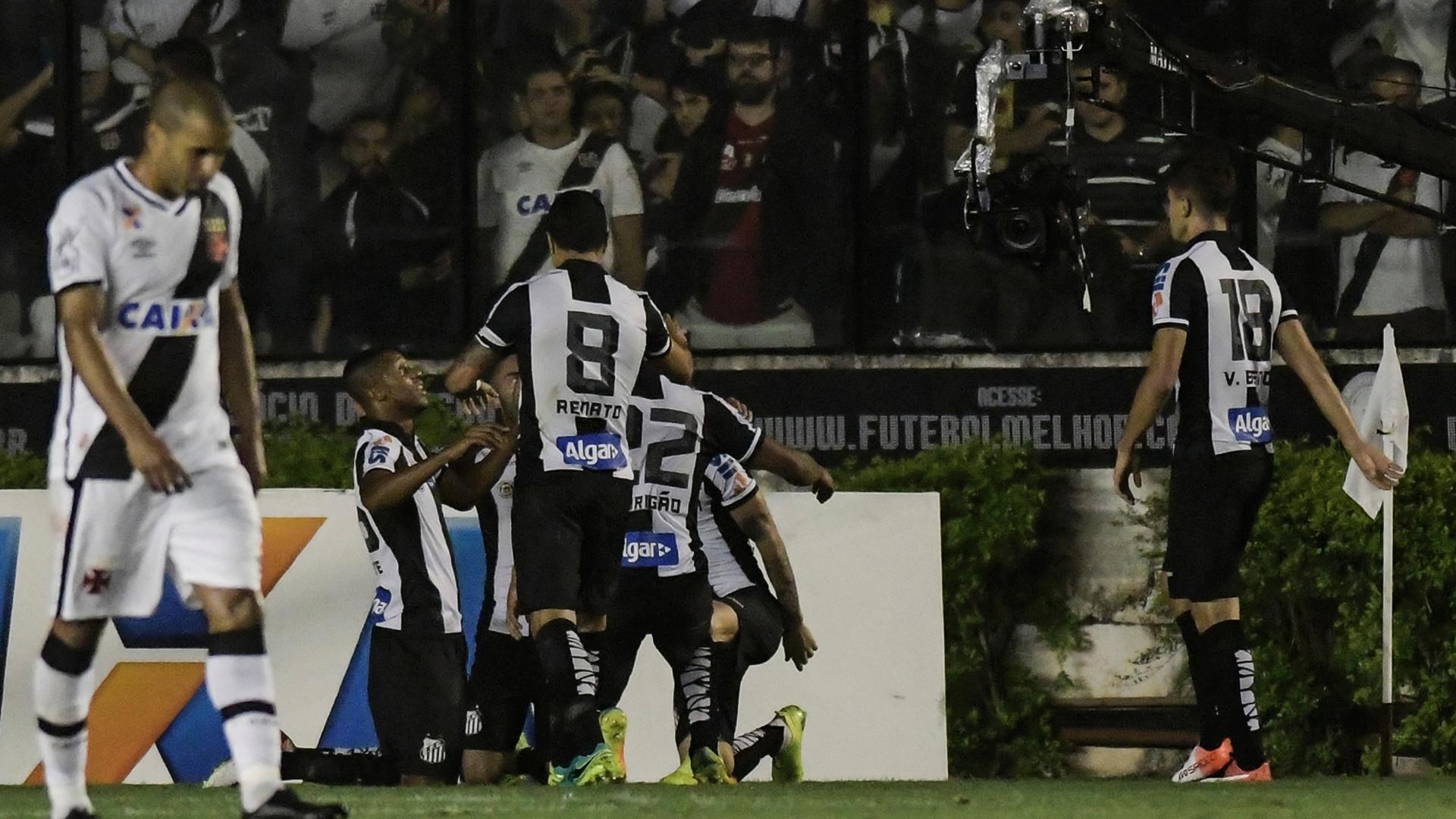 Santos comemora gol de Copete contra o Vasco