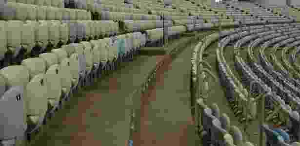Maracanã apresenta diversos problemas, como falta de cadeiras nas arquibancadas (foto) - Reprodução