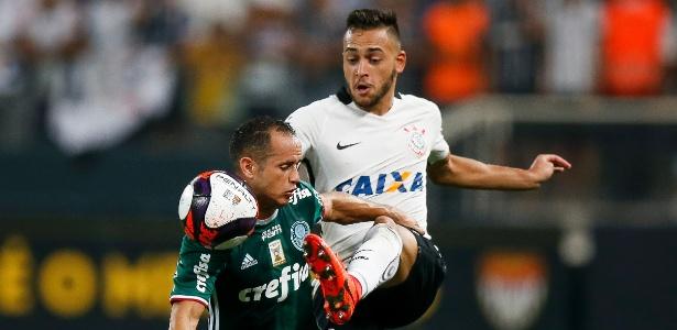 Maycon desarma Guerra durante clássico contra o Corinthians - Rubens Cavallari/Folhapress