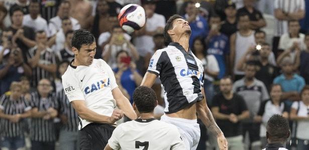 Balbuena e Pablo em ação contra o Santos: defesa sólida