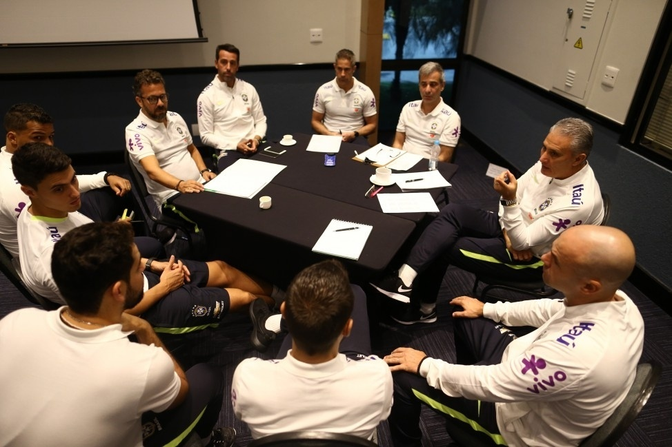 Comissão técnica do Brasil começa preparação para enfrentar Paraguai