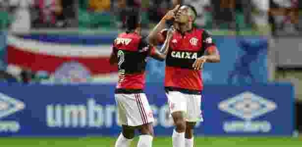 Berrío comemora o gol da vitória do Flamengo sobre o Bahia, em Salvador - RAUL SPINASSé/AGÊNCIA A TARDE/ESTADÃO CONTEÚDO - RAUL SPINASSé/AGÊNCIA A TARDE/ESTADÃO CONTEÚDO