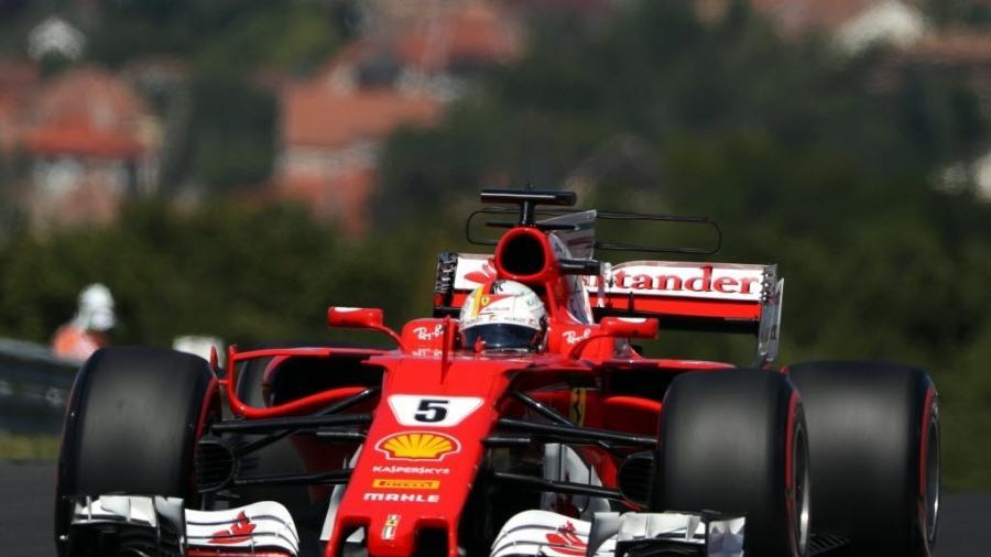 Sebastian Vettel participa de treino oficial na Hungria - AFP