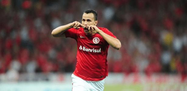 Leandro Damião é dúvida no ataque do Inter e pode voltar contra o CRB, sexta
