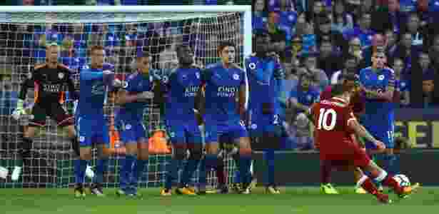 Philippe Coutinho marcou bonito gol de falta contra o Leicester - GEOFF CADDICK/AFP - GEOFF CADDICK/AFP