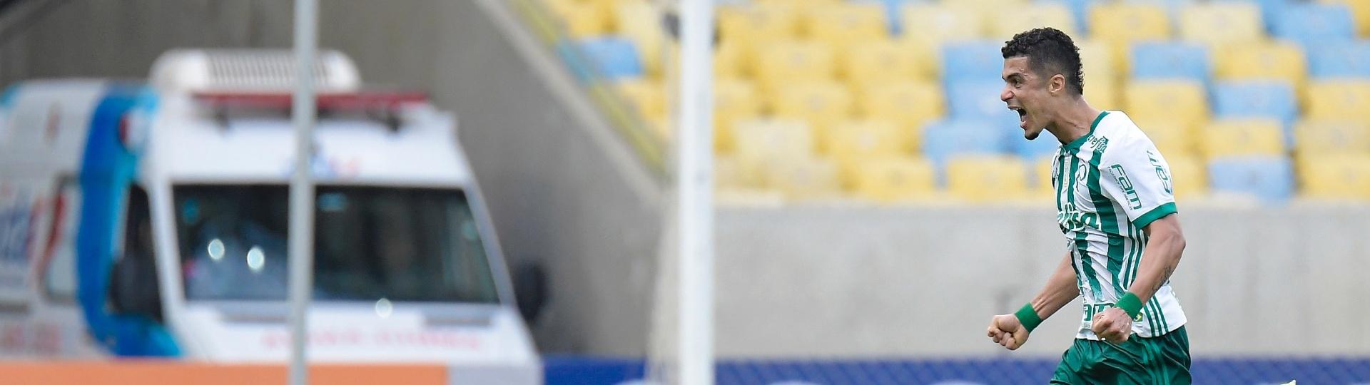 Egidio, do Palmeiras, comemorando o gol durante partida contra o Fluminense pelo Campeonato Brasileiro