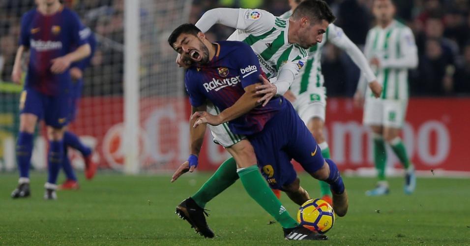 Suárez sofre falta na partida contra o Betis