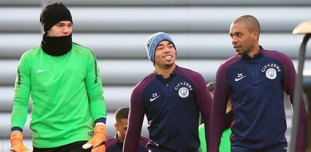 Ederson, Gabriel Jesus e Fernandinho durante treino do Manchester City