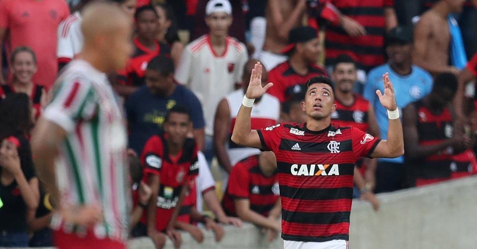 Uribe celebra gol marcado pelo Flamengo em clássico contra o Fluminense no Brasileirão