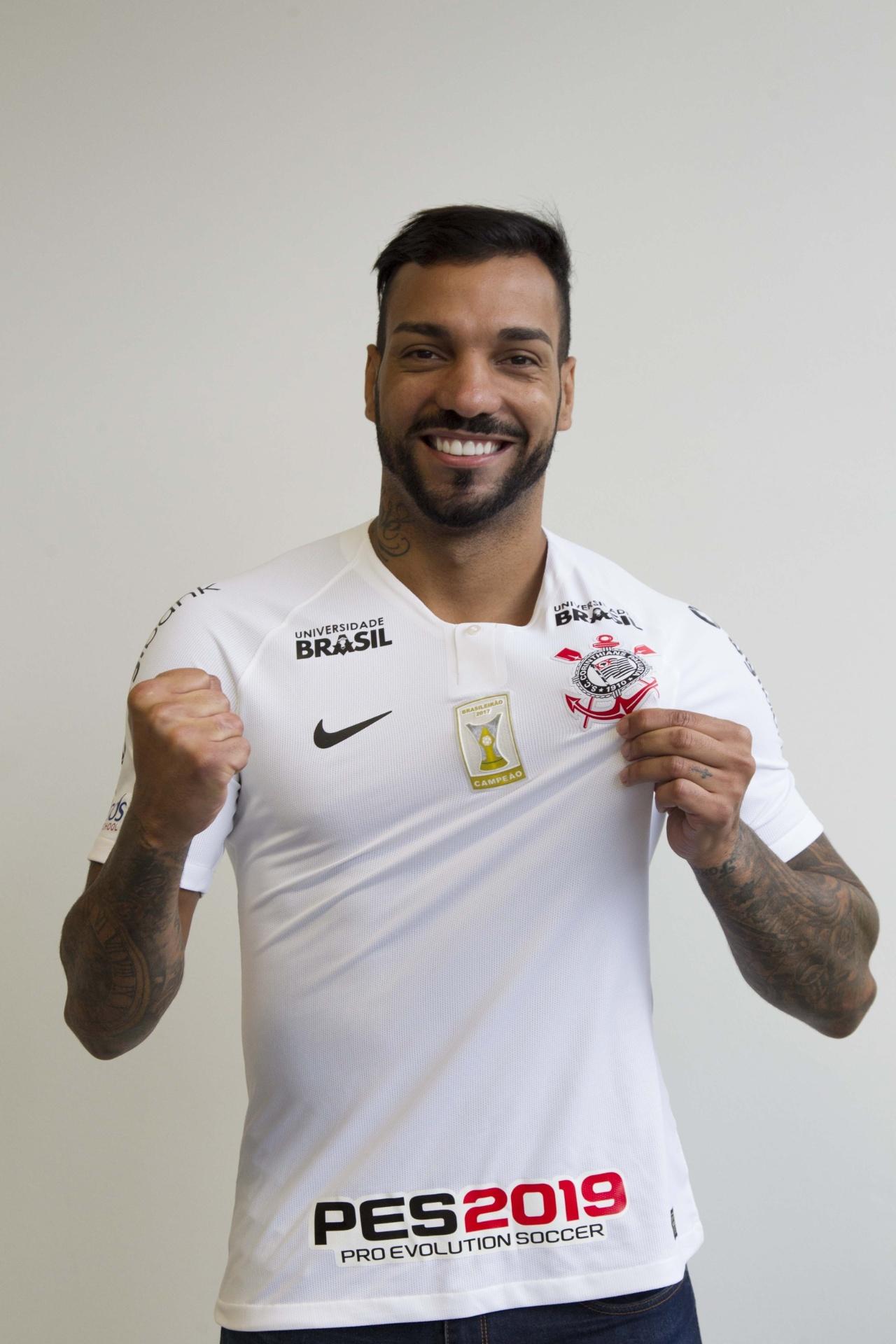 bce5484b63 Novo reforço do Corinthians prevê disputa com Fagner