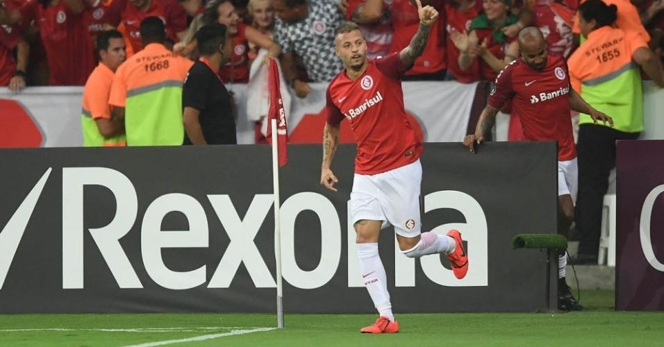 Nico López comemora gol do Internacional contra o River Plate