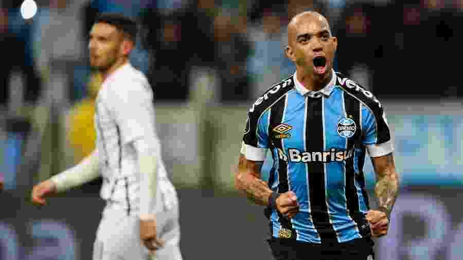 Diego Tardelli comemora gol do Grêmio contra o Libertad - MARCELO OLIVEIRA/AM PRESS & IMAGES/ESTADÃO CONTEÚDO
