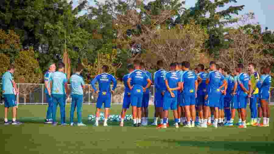 Treinador tem tido trabalho para deixar o grupo longe das polêmicas e trabalhar para evoluir dentro de campo - Vinnicius Silva/Cruzeiro