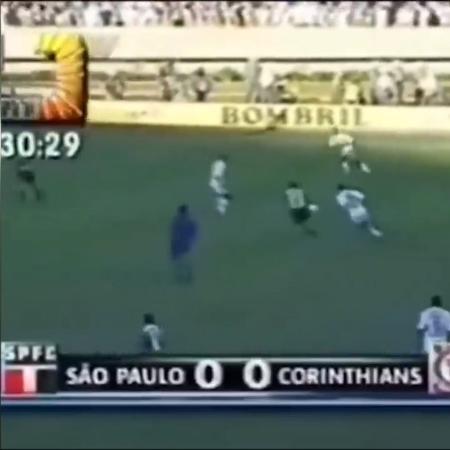 Reprodução da tela na reprise de São Paulo x Corinthians de 1998 - Reprodução