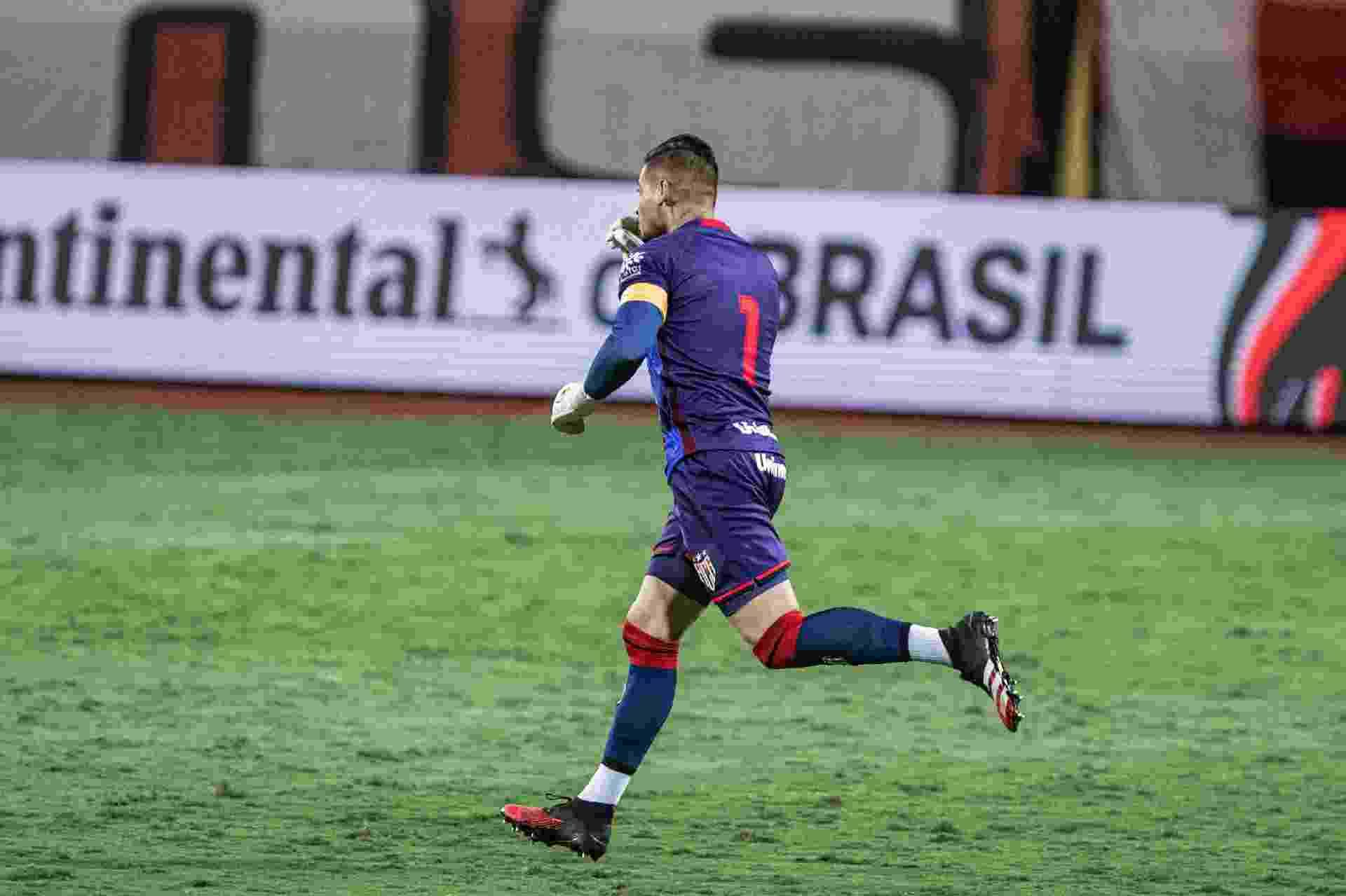 Jean comemora após marcar de pênalti para o Atlético-GO contra o Inter - undefined