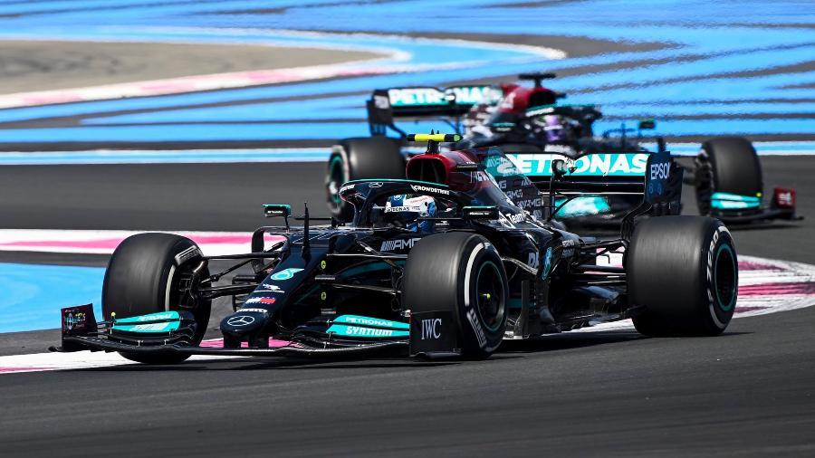 Bottas e Hamilton, da Mercedes, que voltou a andar bem em Paul Ricard nesta sexta-feira - Mercedes